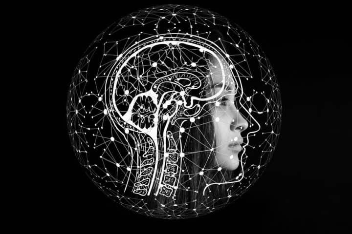 mozgovy implantat